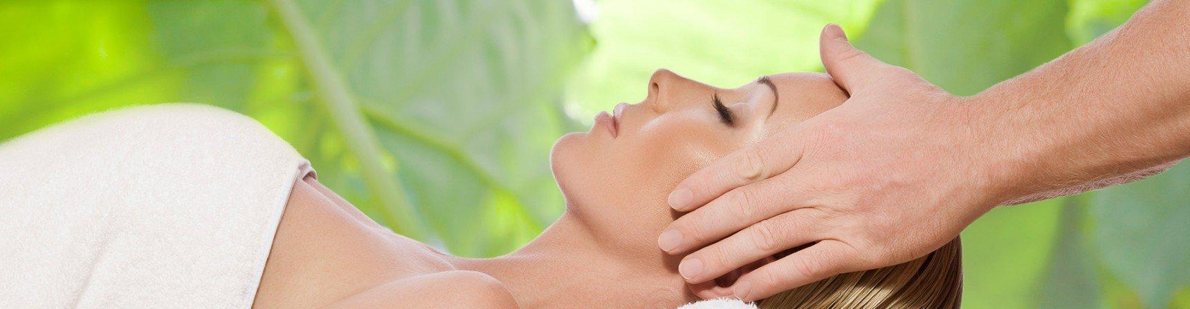 Reiki to energetyczno-leczniczy zabieg dla ciała i umysłu, przekazujący wzmacniającą i aktywizującą energię